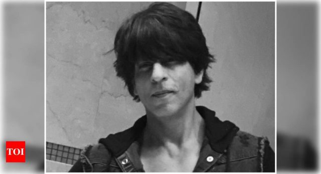 Fans upset over SRK's to late Eid greetings