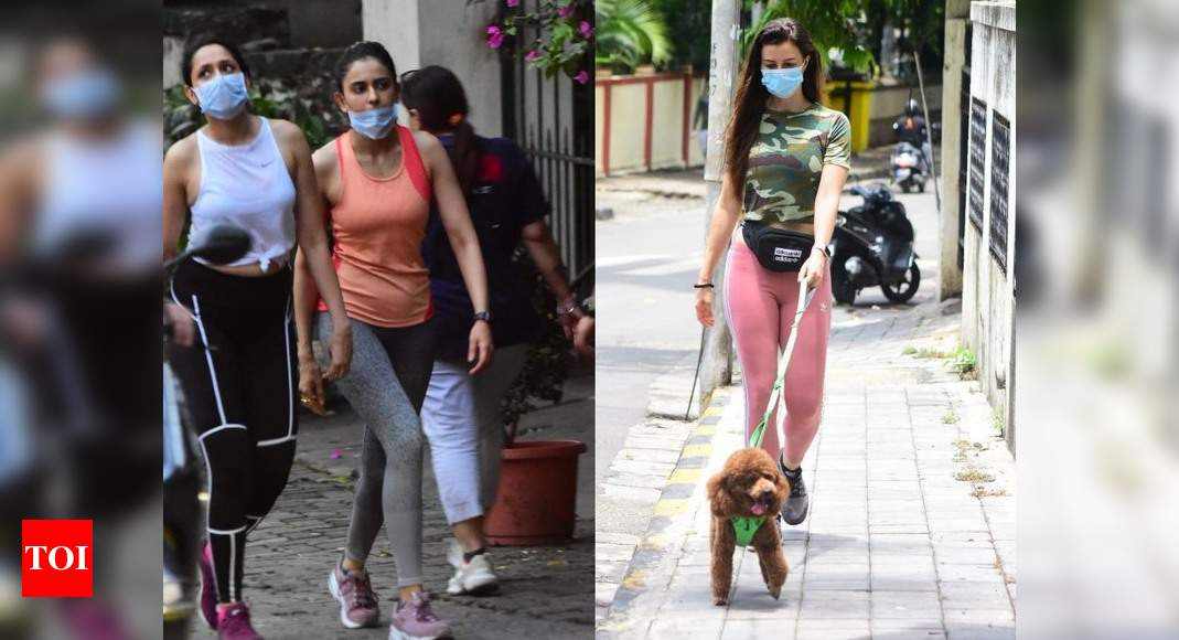 Inside Kareena, Saif and Taimur's happy Sunday on the streets of Mumbai