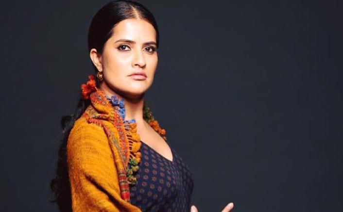सोना महापात्रा रिया चक्रवर्ती का समर्थन करती हैं और बॉलीवुड को पितृसत्ता को नष्ट करने के सही तरीके के बारे में बताती हैं
